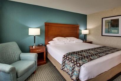 Drury Inn & Suites Houston Hobby - Deluxe King Guestroom