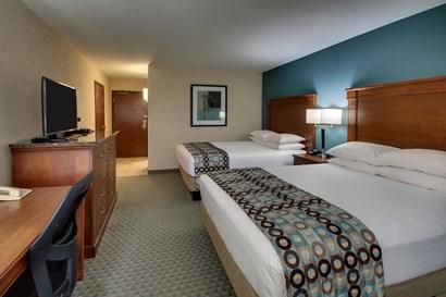 Drury Inn & Suites Houston Hobby - Deluxe Queen Guestroom