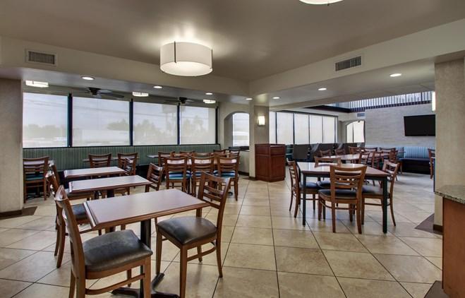 Drury Inn & Suites Houston Hobby - Dining Area