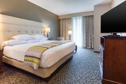 Drury Inn & Suites Cincinnati Northeast Mason - Two-room Suite Guestroom